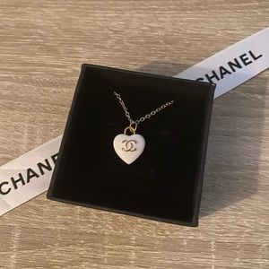 ✨🤍✨Authentic CHANEL 🤍 Zipper-Pull✨🤍✨Necklace✨